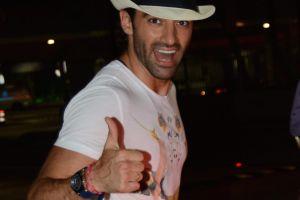 Toni Costa se deja ver alegre y rodeado de bellas amigas venezolanas