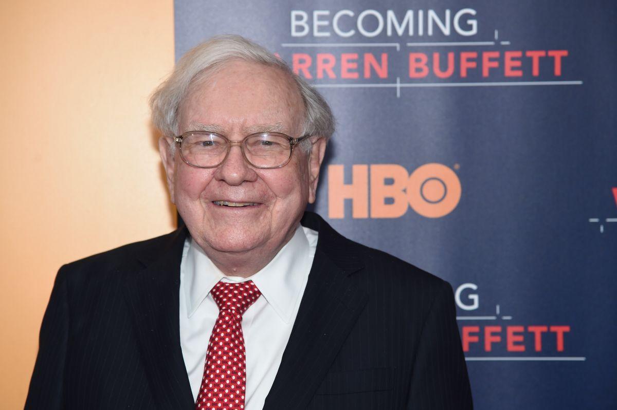 Para Warren Buffett prepararse y adquirir acciones de buenas empresas, son dos cosas para protegerse de la inflación.