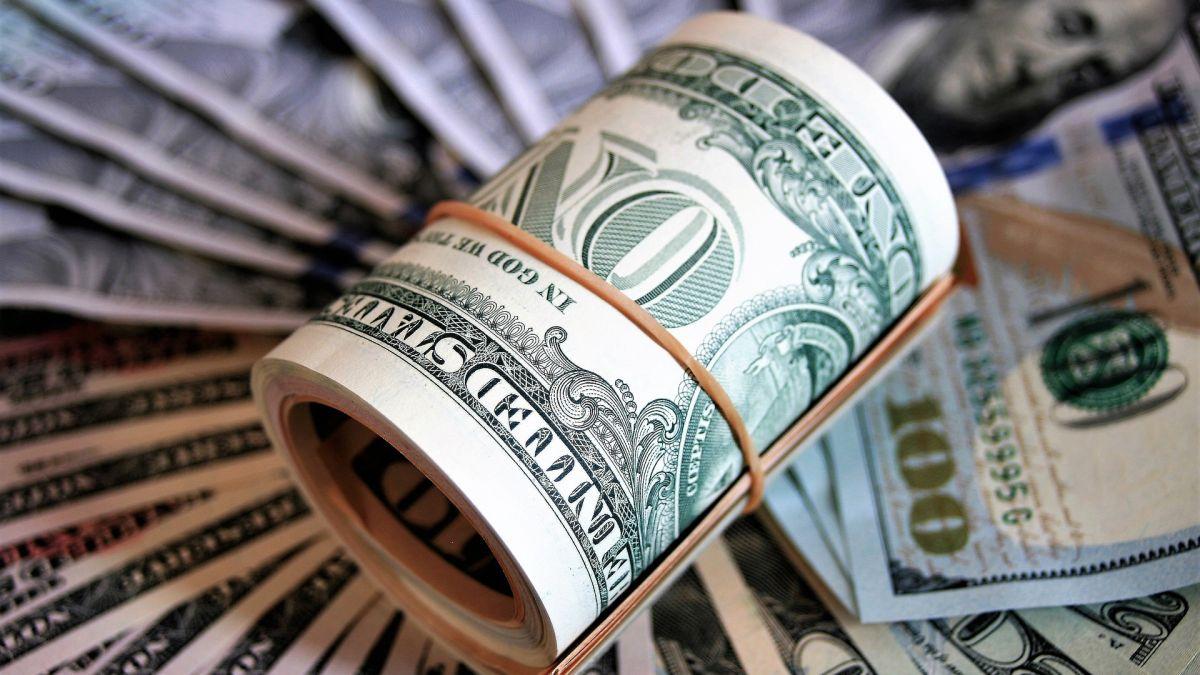 Para averiguar cómo estaba utilizando la gente la tercera ronda de cheques de estímulo, la Universidad de Michigan encuestó a más de 1,000 personas.