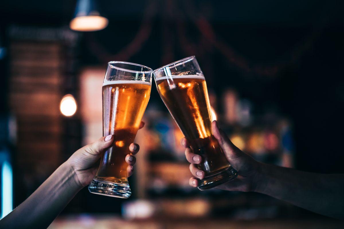 El estudio que vincula el alcohol a 740,000 casos globales de cáncer