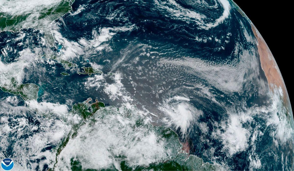 Tormenta Elsa se mueve rápidamente hacia el Caribe y podría fortalecerse en las próximas 48 horas