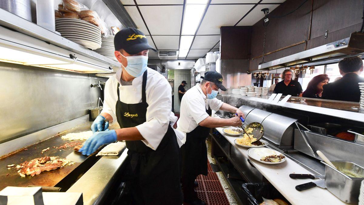El trabajador promedio de EE.UU. debe trabajar 79 horas a la semana para pagar un departamento de una habitación