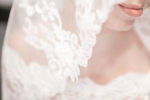 FOTO: Un vestido de novia diseñado con mascarillas recicladas