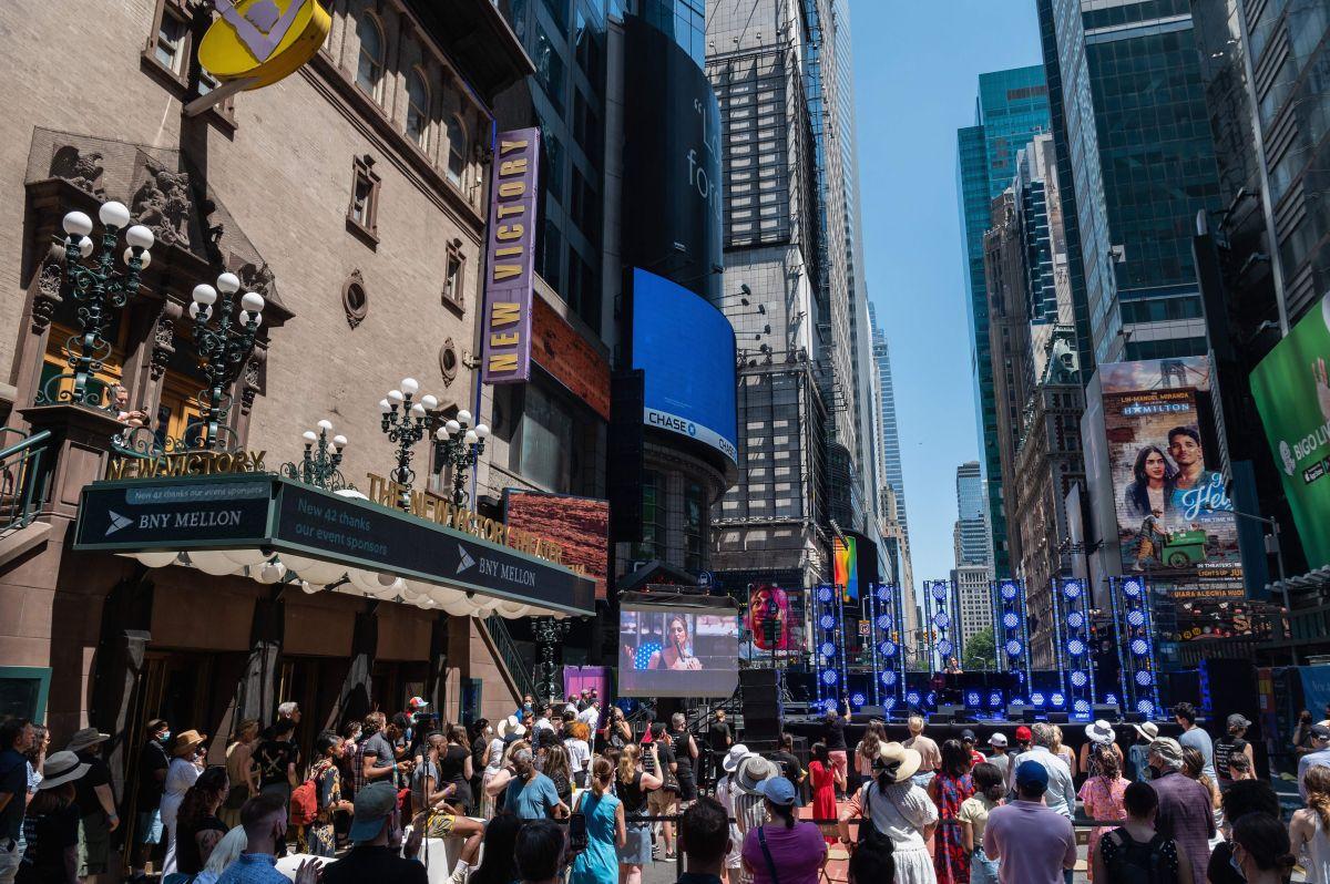 """""""Gorda y perezosa"""", el espectacular en Times Square en Nueva York que generó polémica en Internet"""