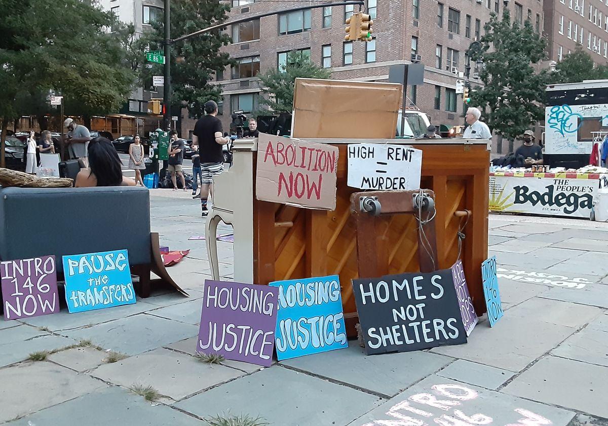 Protesta en la residencia del alcalde de NYC, julio 2021.