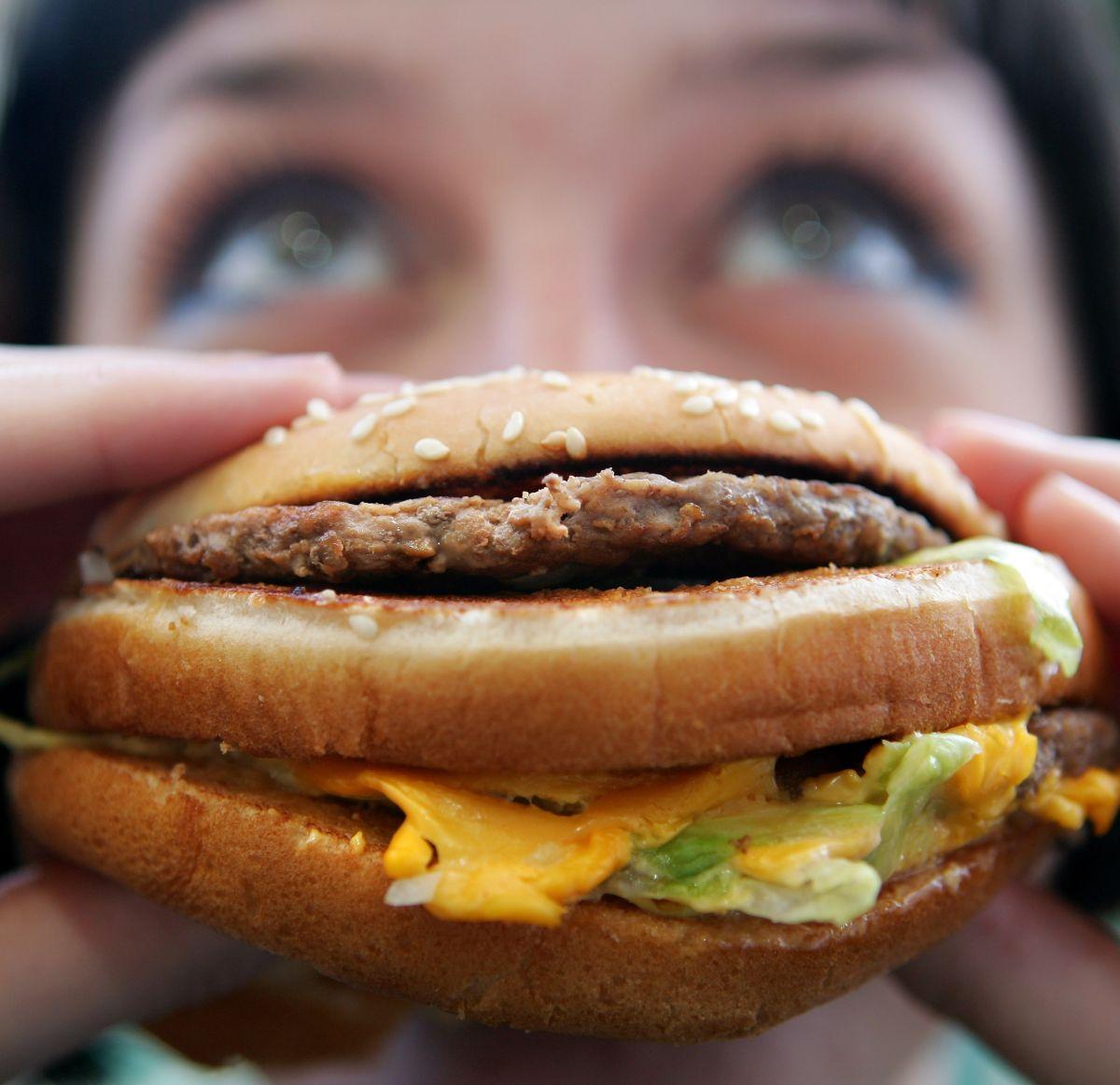 Crisis en Venezuela: por qué el país sudamericano es el más caro del mundo para comerse una hamburguesa de McDonald's