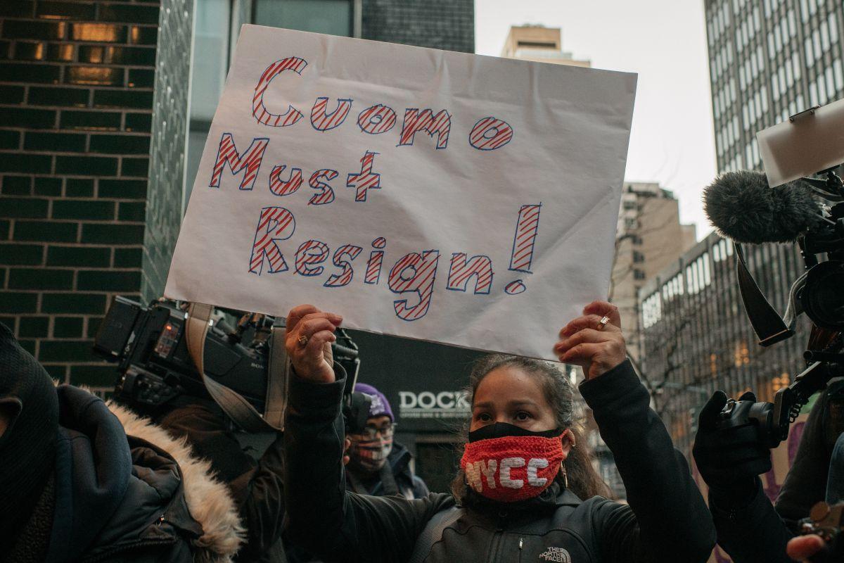 La presión para que el gobernador Andrew Cuomo renuncie aumenta en Nueva York.