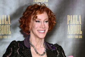 Kathy Griffin, la comediante que posó con la cabeza decapitada de Trump, padece cáncer de pulmón