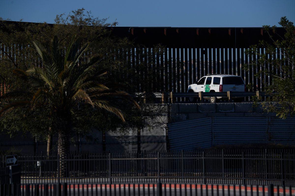Agentes de la CBP observaron que el auto se desplazaba de manera errática mientras se dirigía hacia Tucson.
