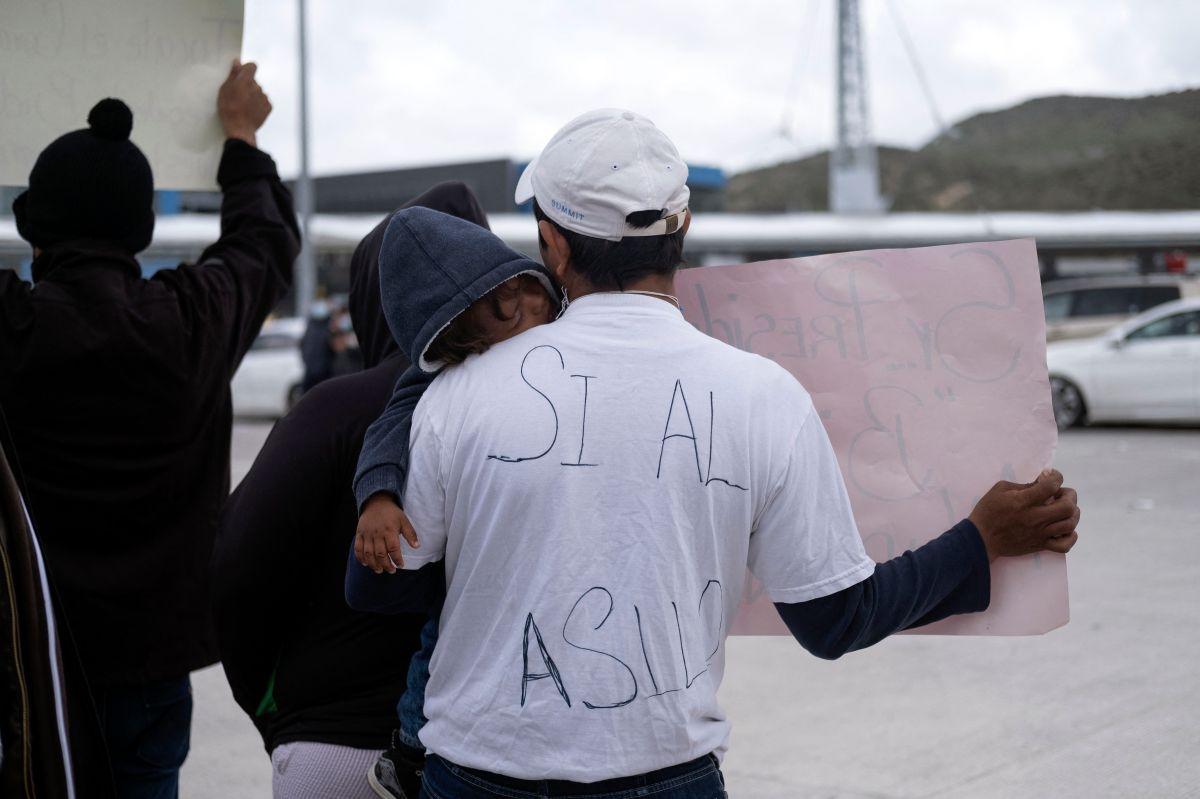 Solicitantes de asilo en el Puerto San Isidro, en Baja California.