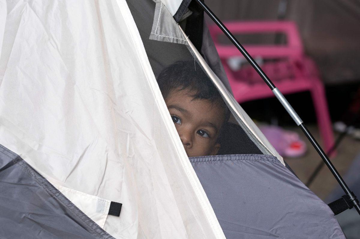 Un niño en espera de que se procese su solicitud de asilo en un refugio en  Juventud 2000, en Tijuana, Baja California.