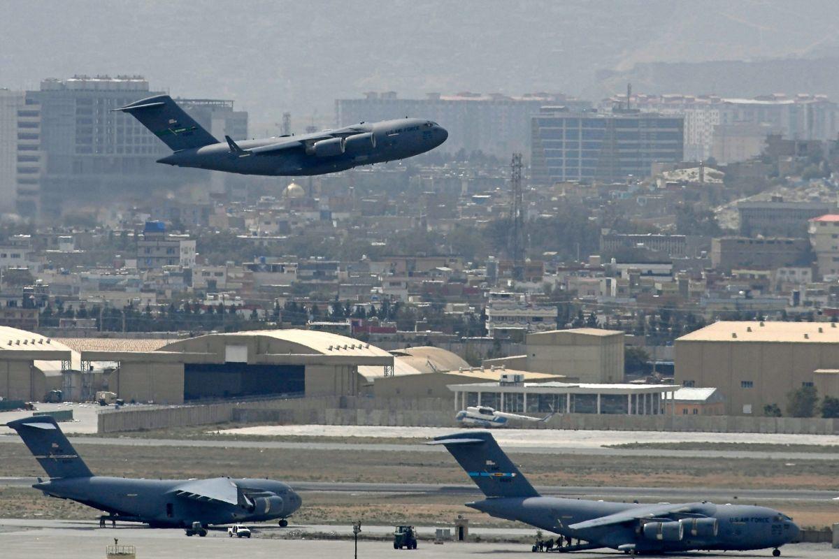El último avión militar de EE.UU. salió de Kabul el lunes a las 11:59 p.m.