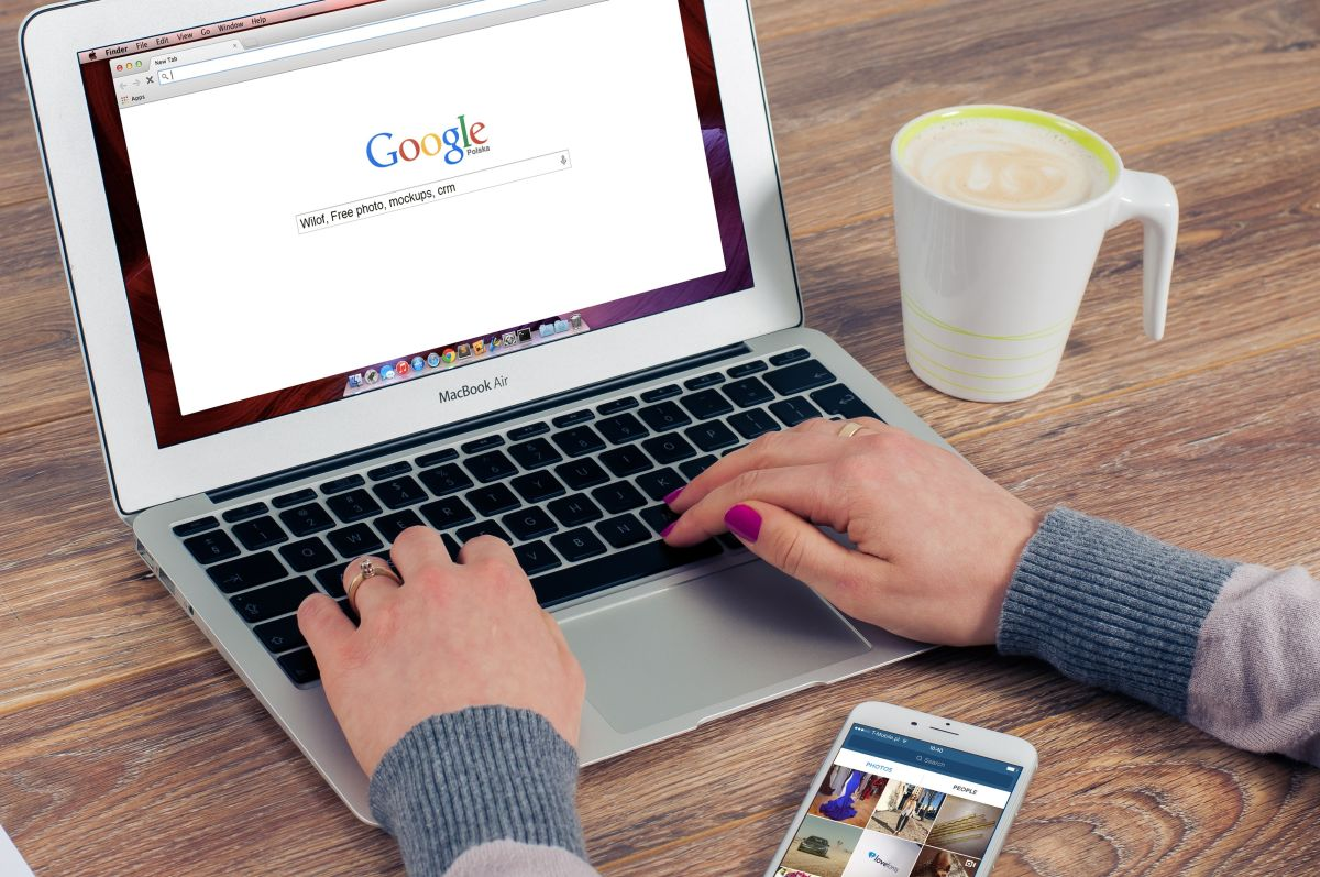 Google justifica la reducción de los salarios señalando que los paquetes de compensación se determinan por el lugar donde viven sus empleados.