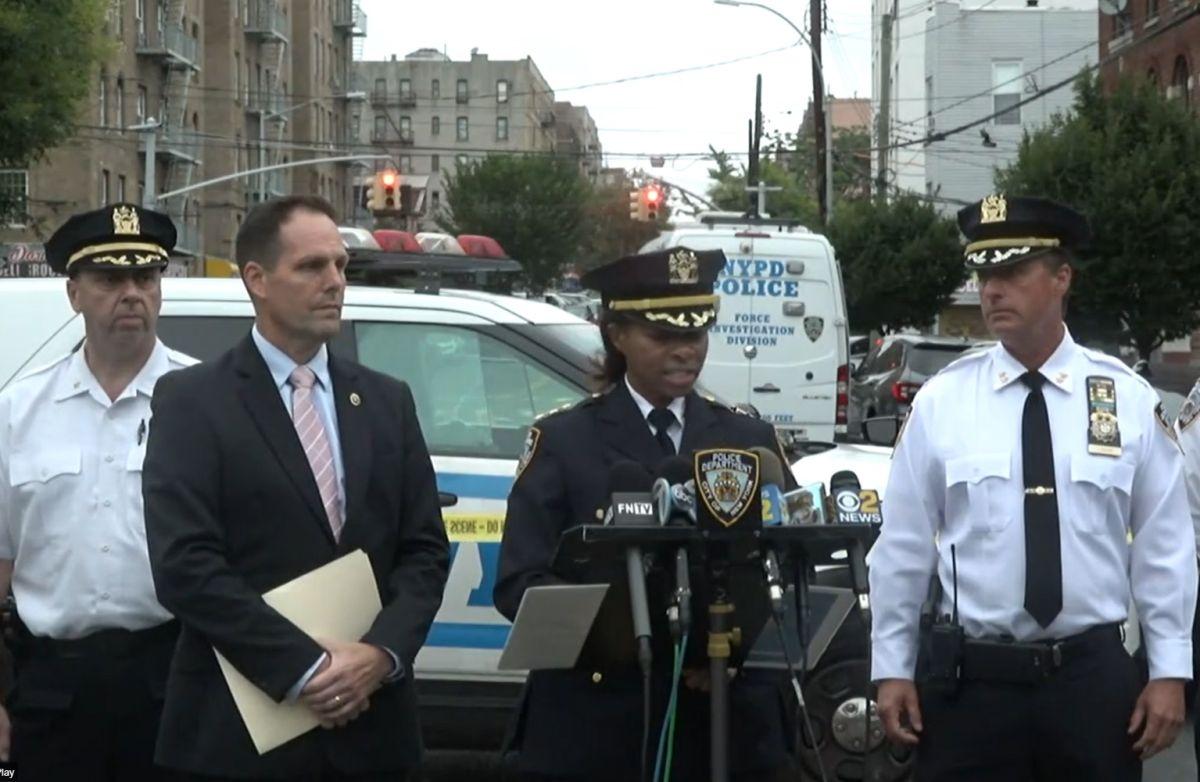 El NYPD dio a una conferencia de prensa sobre los hechos.