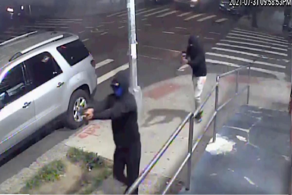 El video del tiroteo en 'Dos Bros' fue compartido por la policía de Nueva York.