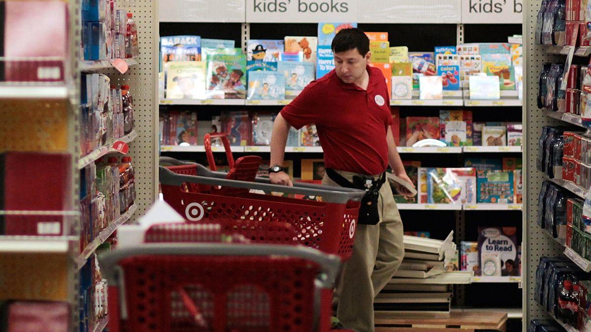 Kroger y Walmart también modificaron sus políticas sobre las precauciones del COVID-19 la semana pasada.