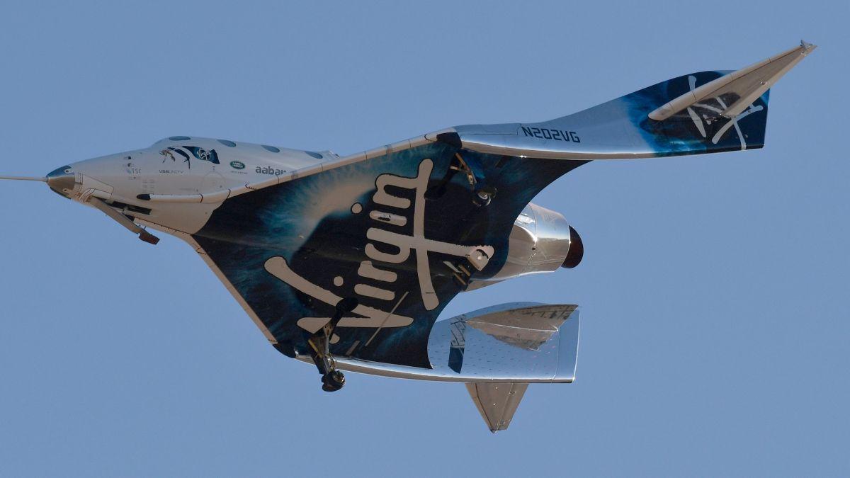 Durante el viaje, los pasajeros experimentan unos minutos de ingravidez antes de que el cohete se deslice de regreso a la Tierra.