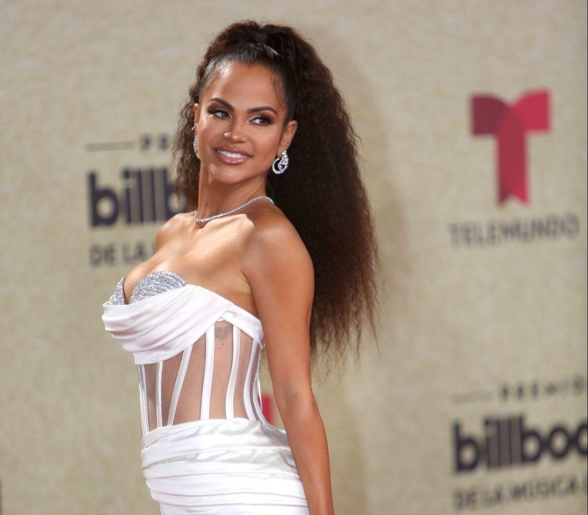 Natti Natasha en la alfombra de los Premios Billboard de la Música Latina.