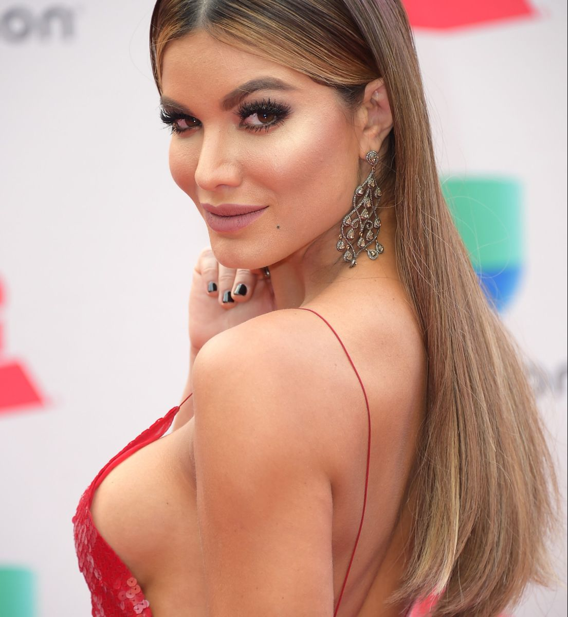 Novia de Nicky Jam, Aleska Génesis, confirma el noviazgo  pero la acusan por ex mafioso y por haber salido con Maluma y Sebastián Yatra.