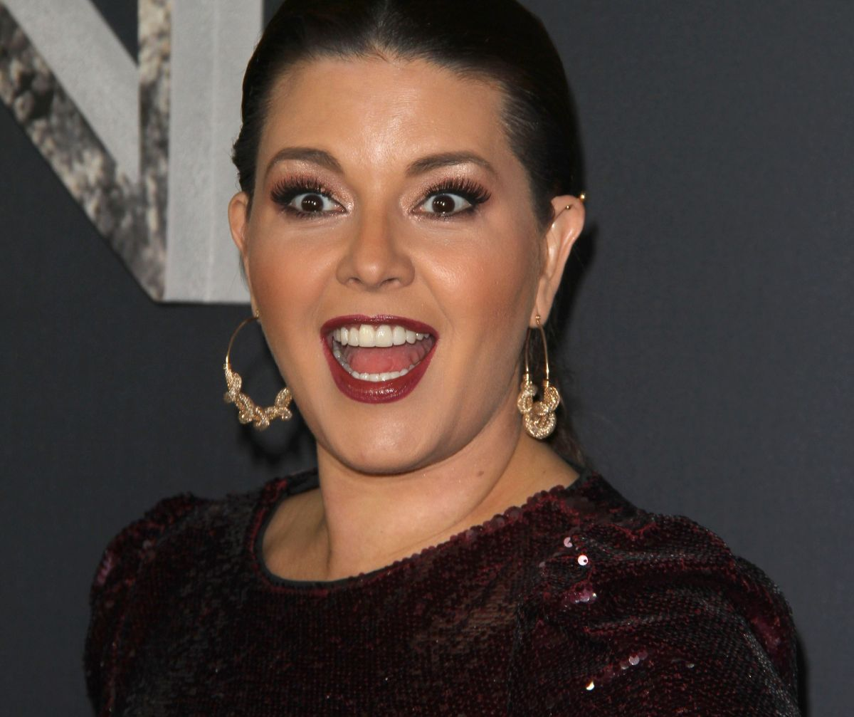'The House of the Famous': Alicia Machado gives passionate kisses with Celia Lora