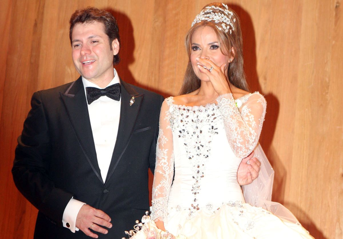 Gloria Trevi y su esposo Armando Gómez enfrentan cargos por lavado de dinero y evasión de impuestos. Pueden terminar en la cárcel.