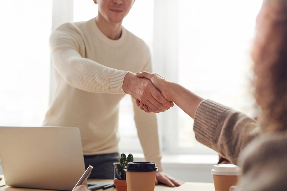 Reclutadores valoran evitar lenguaje inapropiado en las entrevistas y tener conocimiento del puesto y la empresa.