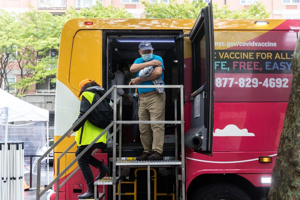 Los buses usados como centros de vacunación móviles han sido muy efectivos para aumentar el número de inmunizados en NYC.