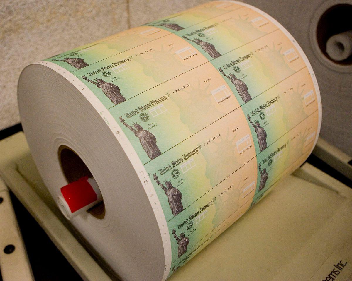 La entrega de cheques de estímulo representaron una gran ayuda a los grupos más vulnerables durante la pandemia.