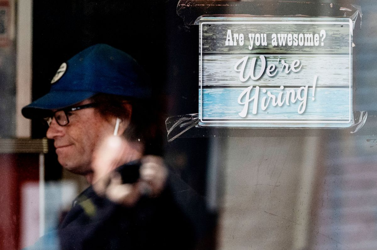 Las empresas estadounidenses están teniendo problemas para cubrir las nuevas vacantes que están surgiendo con el regreso a la normalidad.