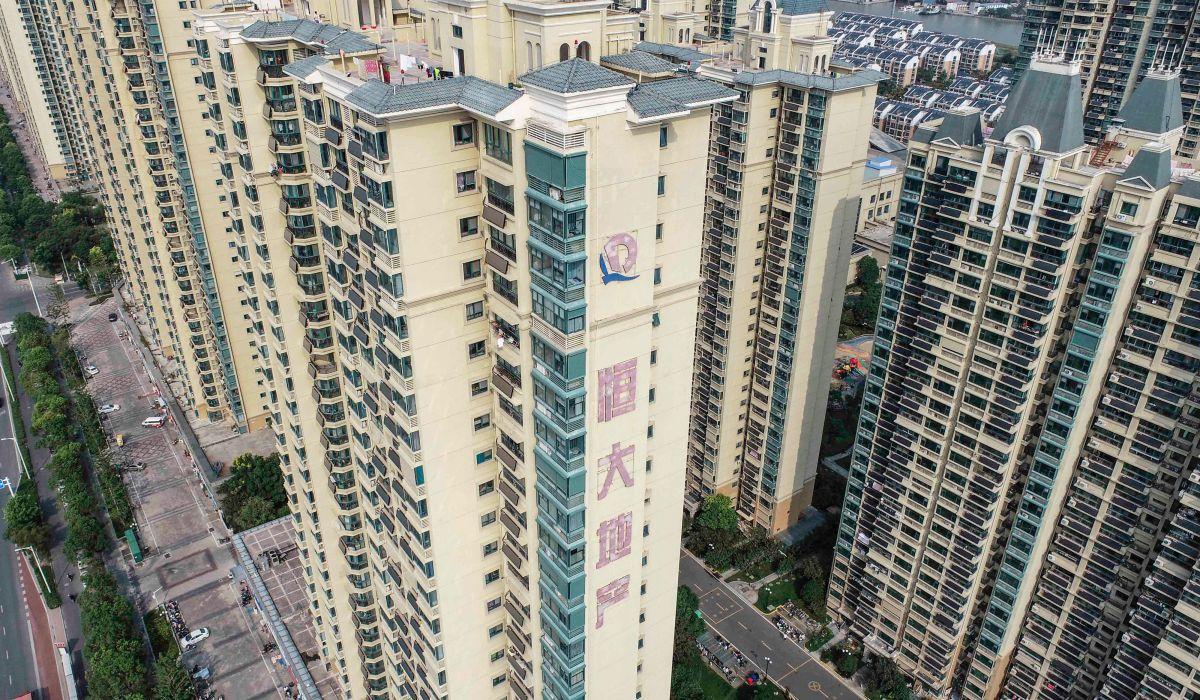 Evergrande es el segundo mayor promotor inmobiliario en ventas de China y vende apartamentos, en su mayoría, a clientes de poder adquisitivo medio-alto.