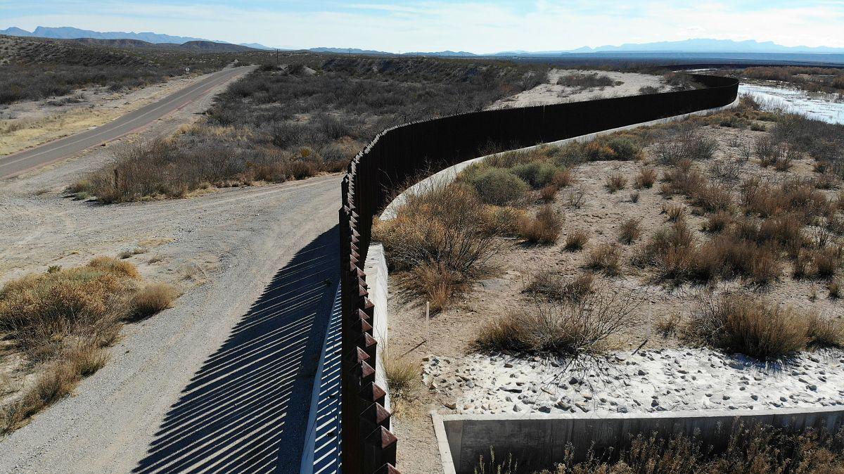 Texas solicita a Biden declaración de emergencia ante crisis migratoria