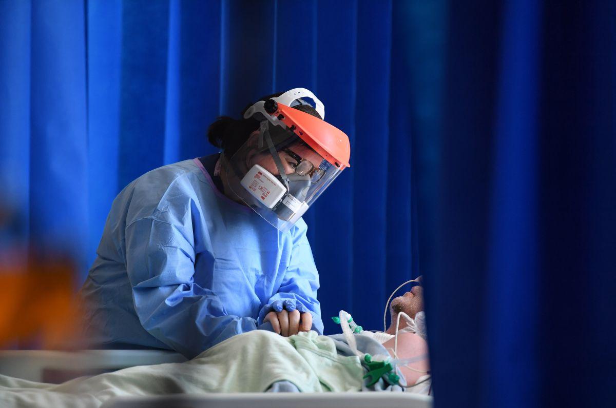 La situación en los hospitales estadounidense llegaron al punto de escasez de personal debido al colapso.