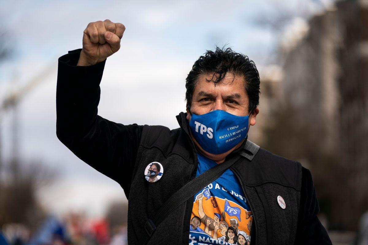Un tepesiano se manifiesta en Washington en favor de la aprobación de una reforma migratoria desde el Congreso.