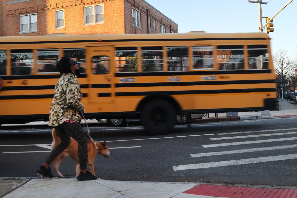 La pelea se registró en el interior de un autobús escolar.