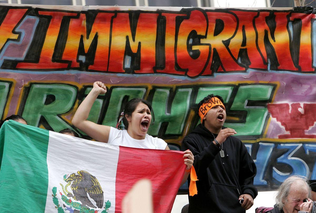"""VIDEO: """"Ustedes los mexicanos van a aprender su lección"""": Mujer atacó verbalmente a inmigrante"""