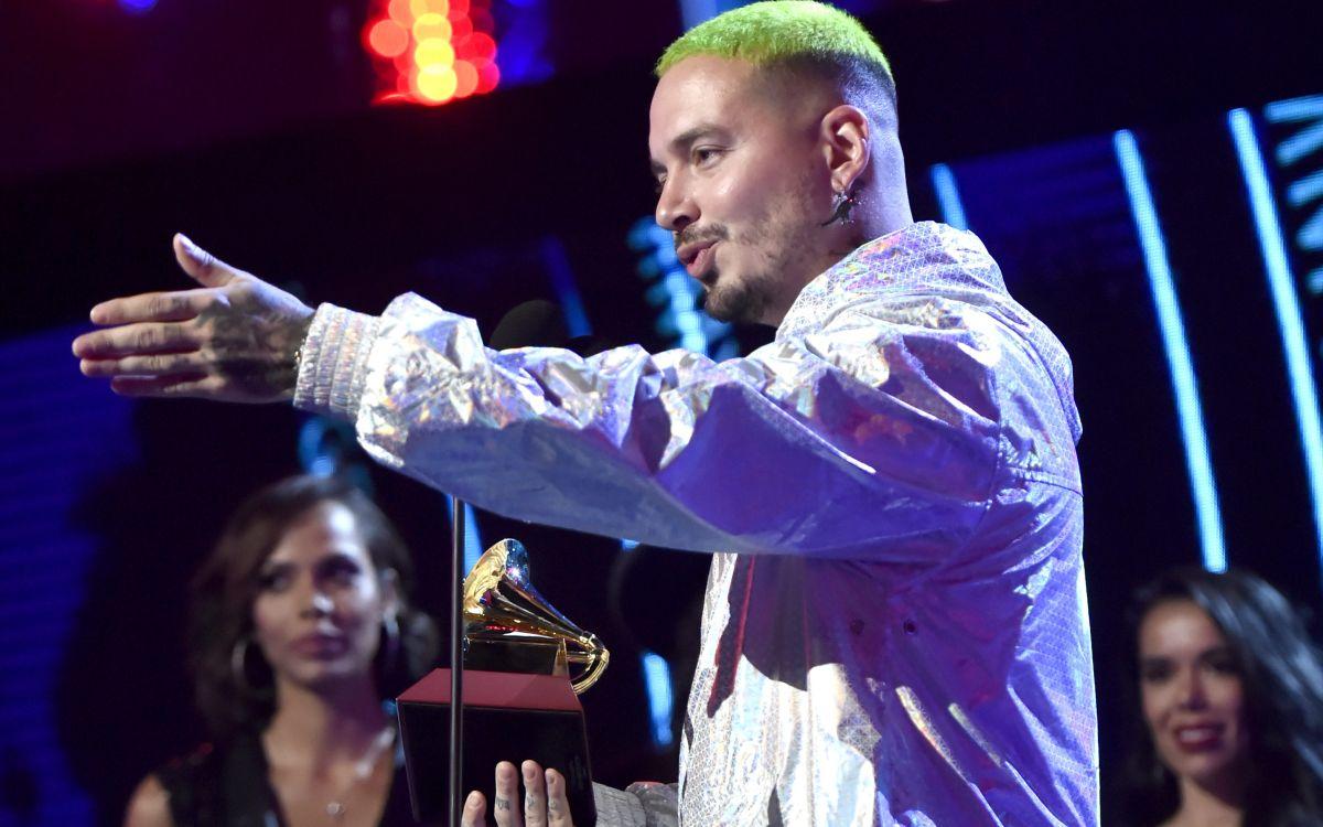 "J Balvin explota contra los Latin Grammy e invita a reguetoneros famosos: ""Ninguno debería ir"""