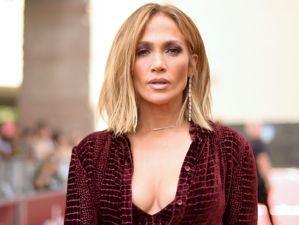 "Sin maquillaje, Jennifer Lopez mostró a sus fans qué usa en la cara para lograr su ""Glow"" después de ejercitarse."