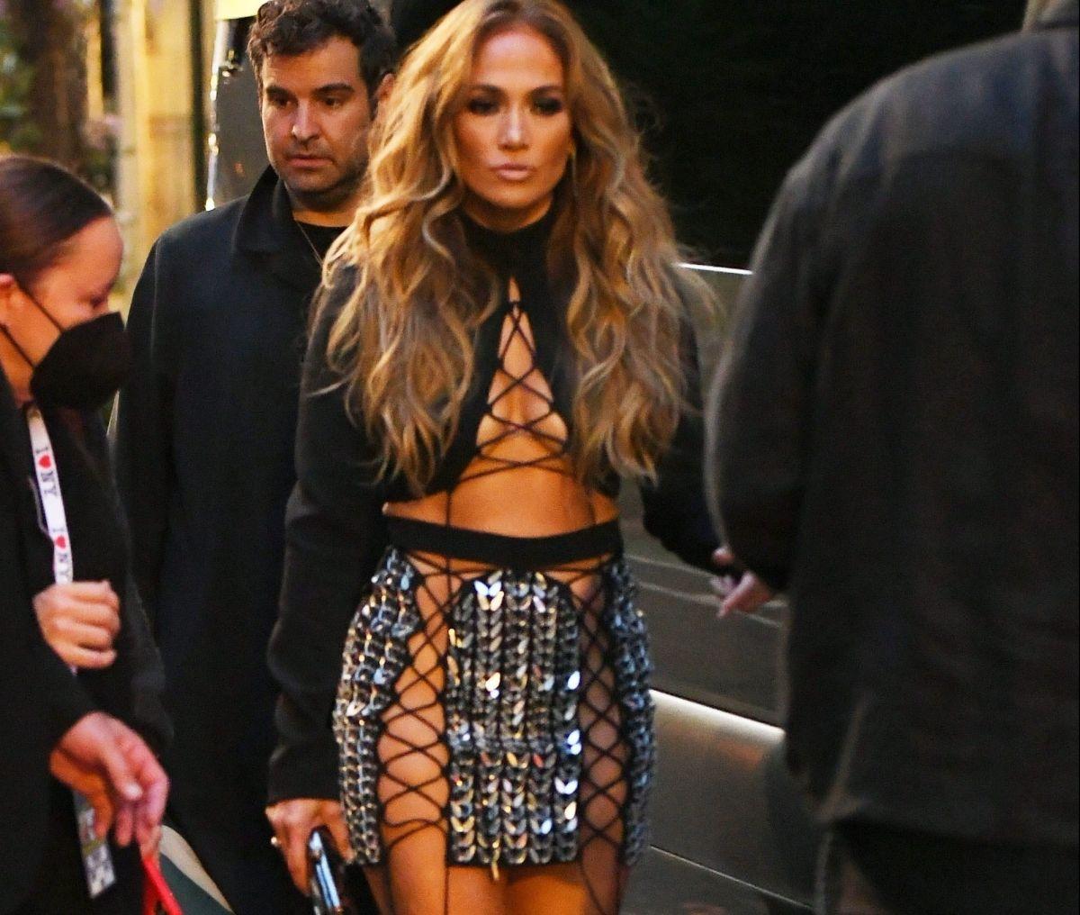 Jennifer Lopez, sin calzón y tapando justo lo necesario, le voló la imaginación a muchos en los MTV Video Music Awards 2021.