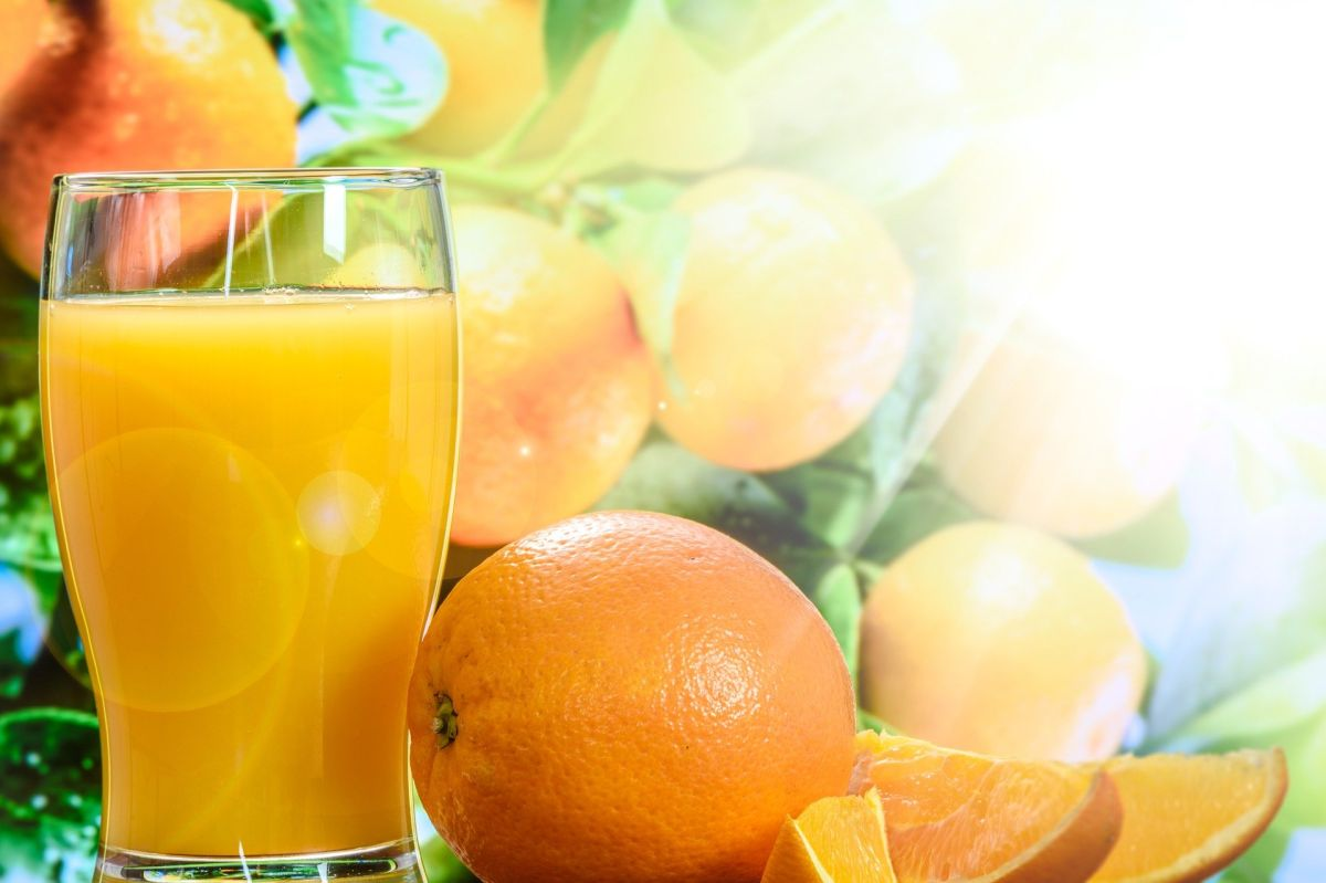 Para elegir un buen jugo de naranja, es importante elegir una opción 100% natural, fortificada y sin azúcares añadidos.