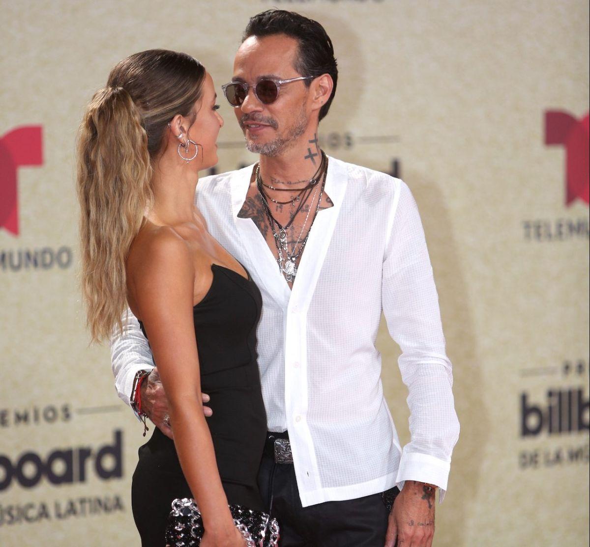 Marc Anthony con nueva novia en los Premios Billboard 2021 y la misma sorprende con lo joven que luce.