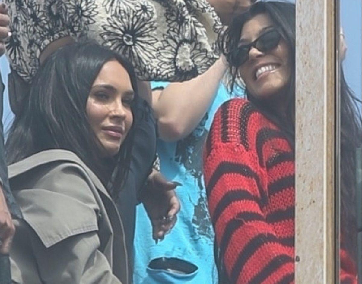 Megan Fox llegó mostrando la tanga y Kourtney Kardashian con escote hasta más abajo de la cintura en los MTV VMAs 2021.