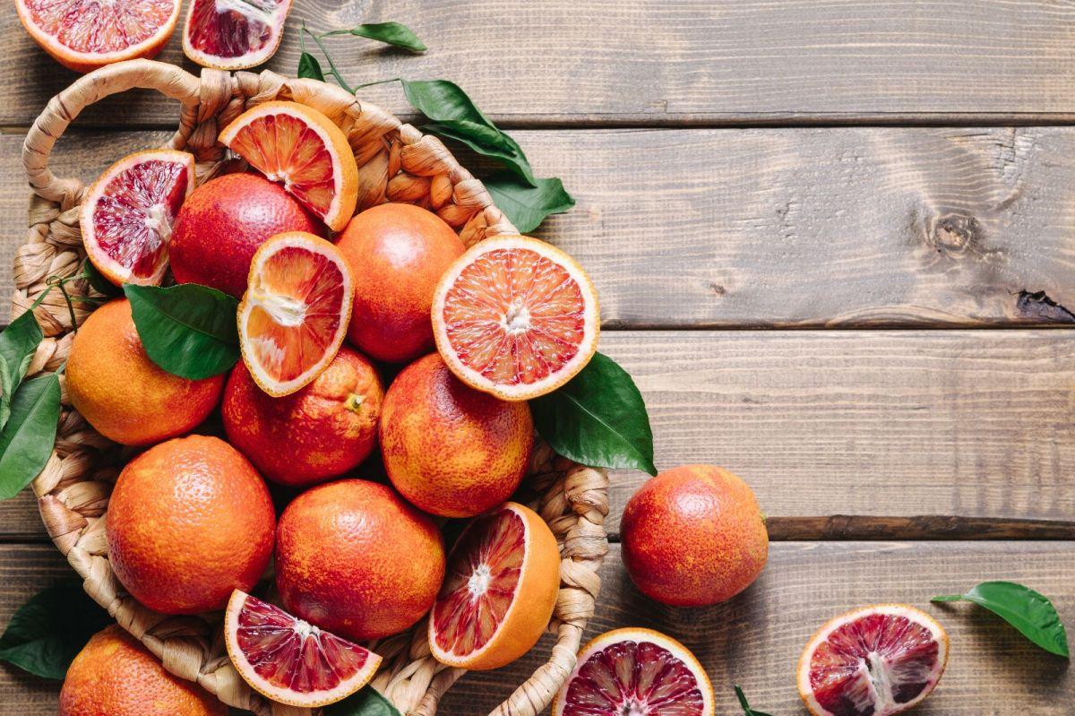 Las naranjas sanguinas se destacan por su alto contenido en antocianinas, que combaten la inflamación, el envejecimiento y la obesidad.