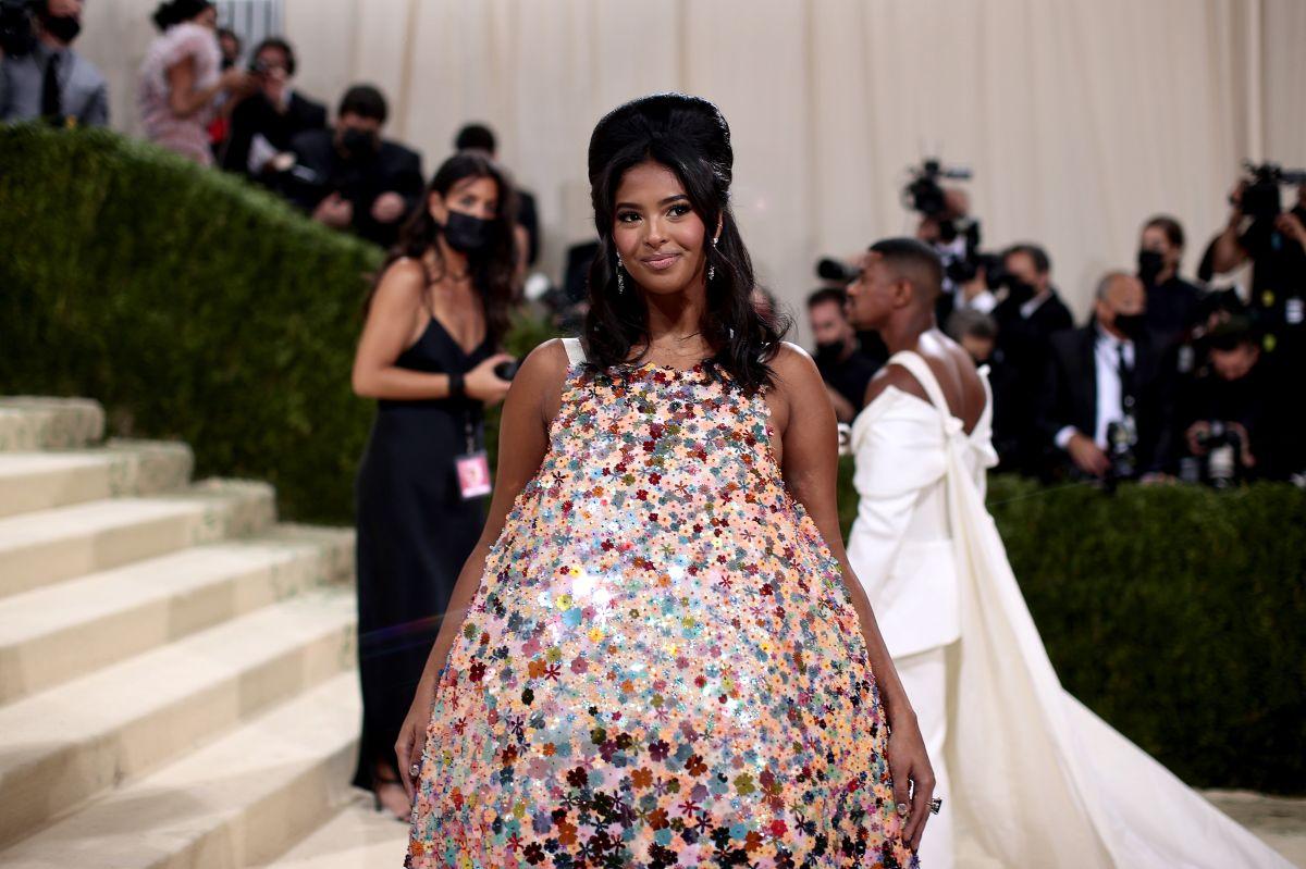 Natalia Bryant exhibió un vestido en forma de globo.