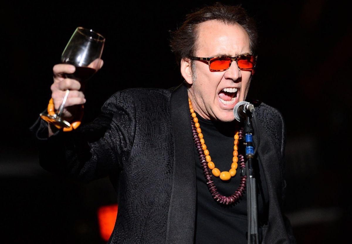 Video. Fan pilla al actor Nicolas Cage mega borracho en restaurante de Las Vegas. Le pidieron retirarse.