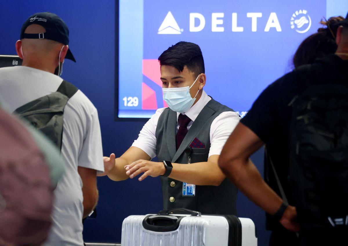 Tras el anuncio del cargo de $200 mensuales para empleados no vacunados, la tasa de vacunación de Delta pasó del 74% al 78%.
