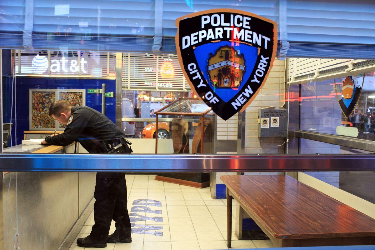 El recinto está ubicado estratégicamente dentro de la comunidad para permitir respuestas más rápidas y una vigilancia policial eficaz.