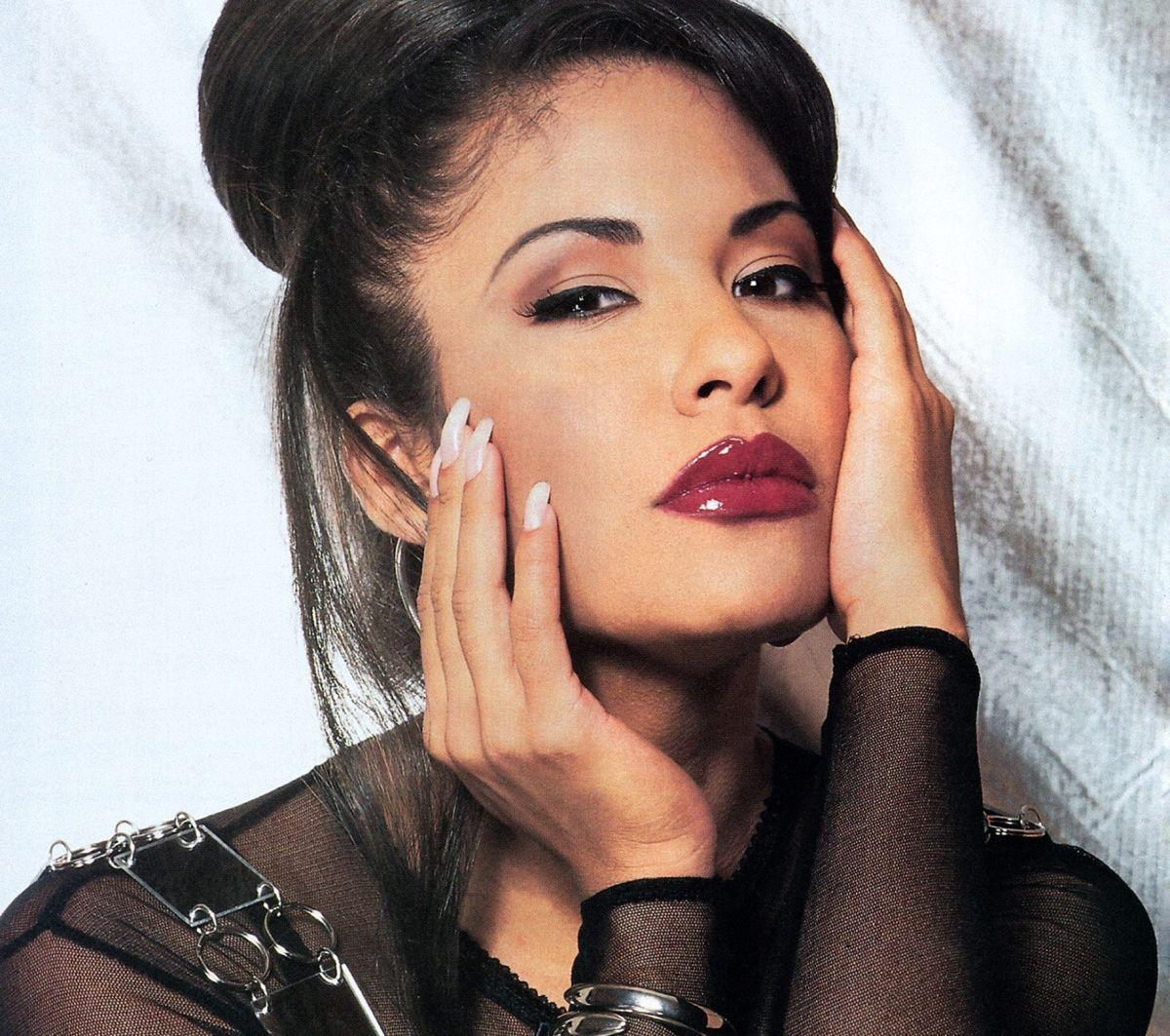 El ex de Selena Quintanilla, Chris Pérez, publica foto nunca antes vista de la cantante y sus fans se emocionan hasta las lágrimas.