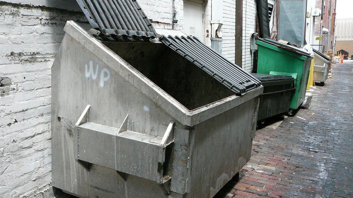 Los cuerpos fueron hallados quemados en el interior de un contenedor de basura.