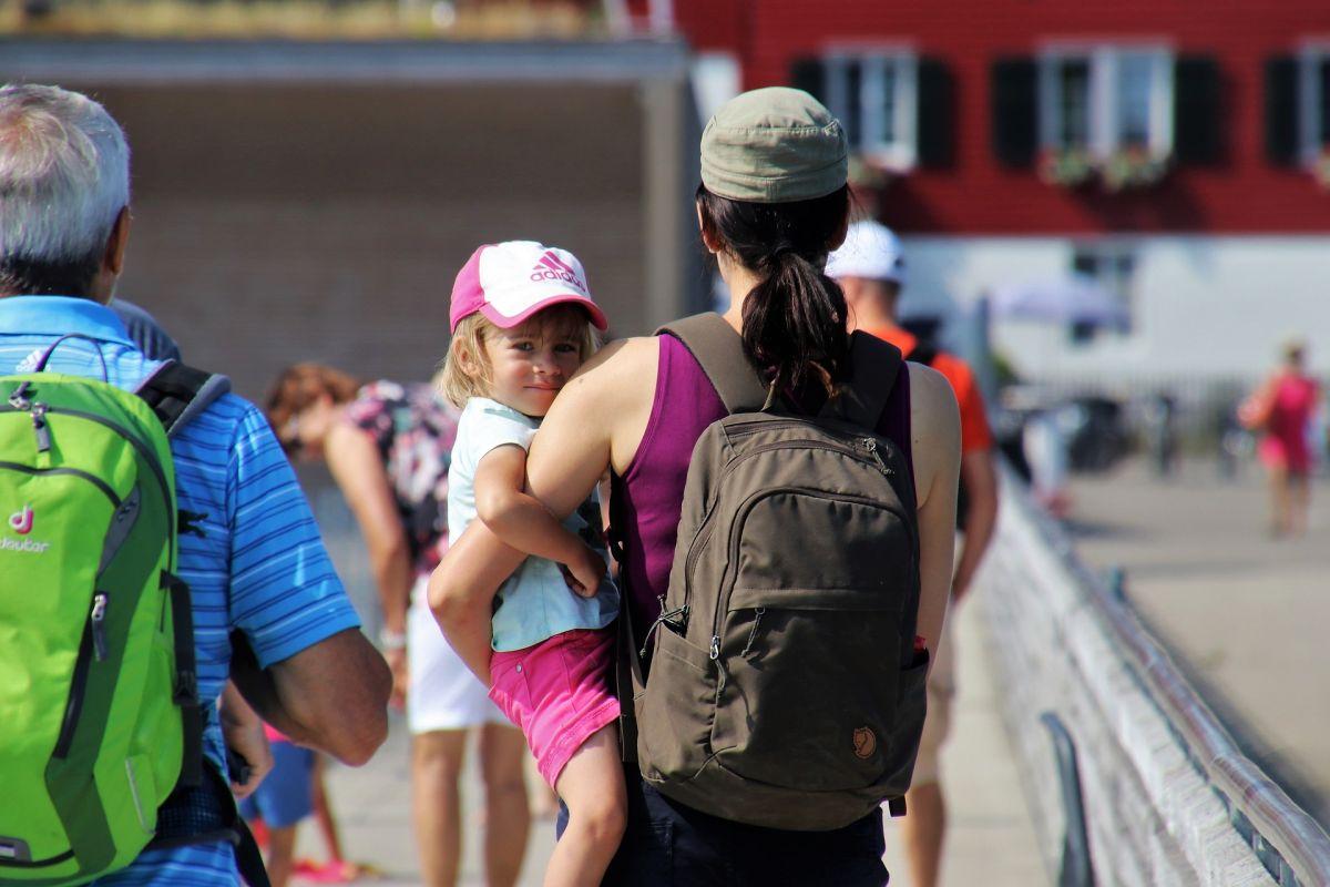 Según el Build Back Better Act, las familias que ganan menos del 75% del ingreso medio estatal no pagarían nada por el cuidado de los niños.