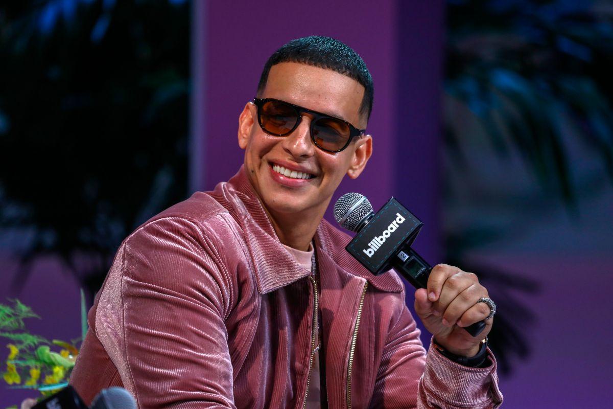 """Daddy Yankee durante su participación en el apartado """"El superestrella"""" de la Conferencia de los premios Latin Billboard."""